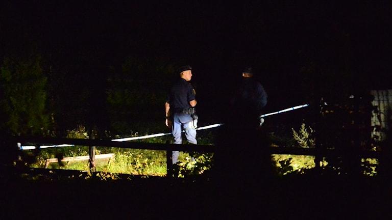 Poliser vid brunnen i Stjärnorp.