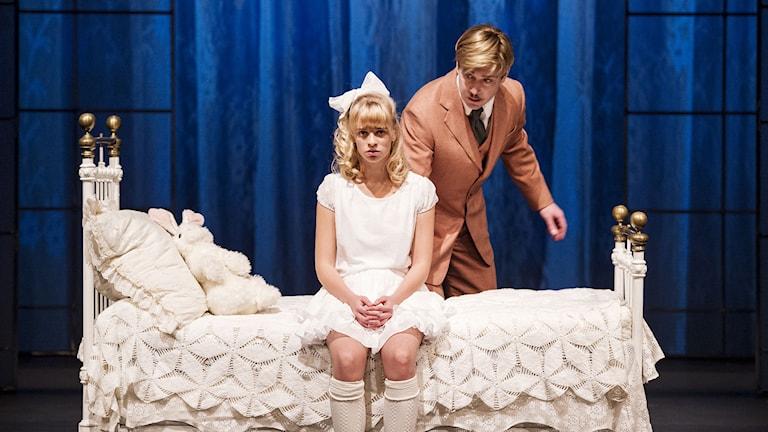 Agnes Hallberg och Jesper Barkselius i The Nether. Foto: Ola Kjelbye