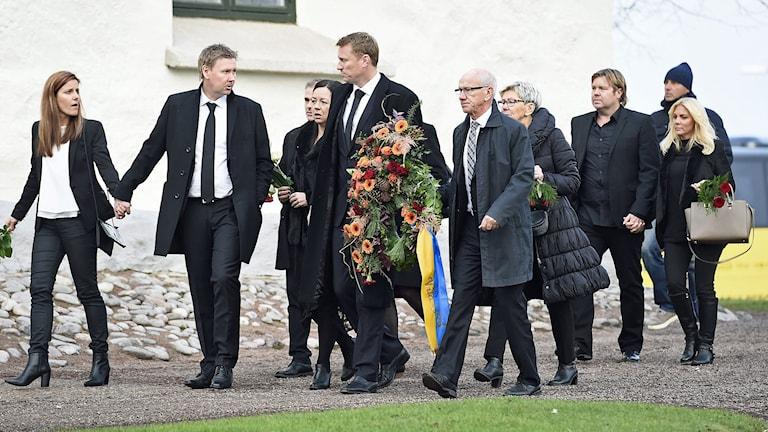 Delar av VM-bronslaget vid begravningsgudstjänsten för Klas Ingesson. Foto: Mikael Fritzon/TT
