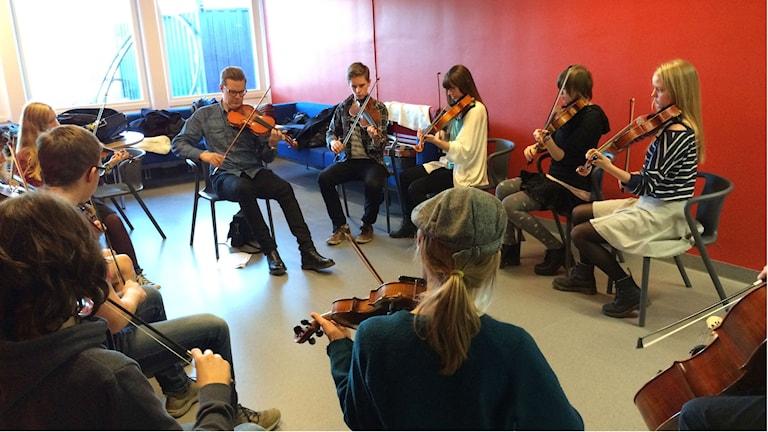 Ensemblespel på Folkmusikens dag i Kisa. Foto: Jessica Gredin/Sveriges Radio