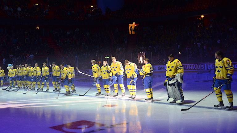 Tre kronor inför landskap mot Ryssland i maj 2014. Foto: Maja Suslin/TT