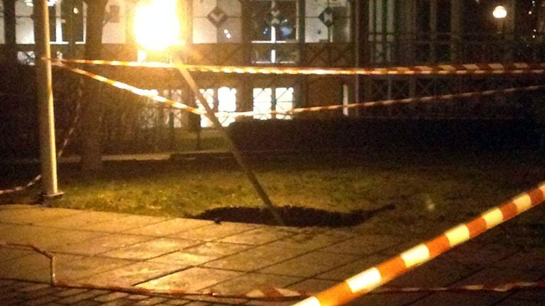 Ett slukhål öppnade sig i Linköping. Foto: Privat