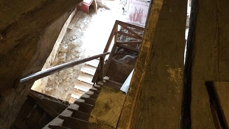 De sista trapporna upp till östra vinden är branta.