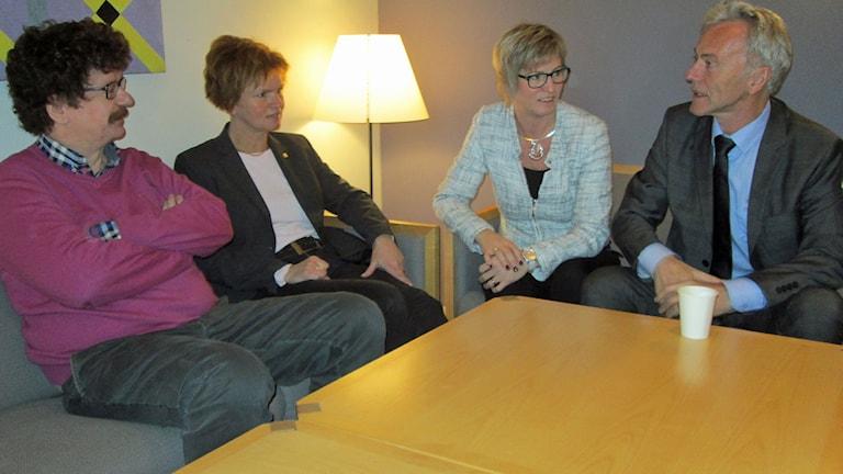 Lars Stjernkvist (S), Karin Jonsson (C), Eva Britt Sjöberg (KD), Reidar Svedahl (FP). Foto: Johan Gustafsson/Sveriges Radio