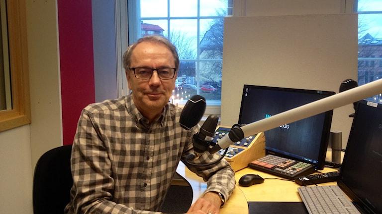 Kaj Kindvall i studio 2 i radiohustet i Norrköping foto:Maria Turdén/Sveriges Radio