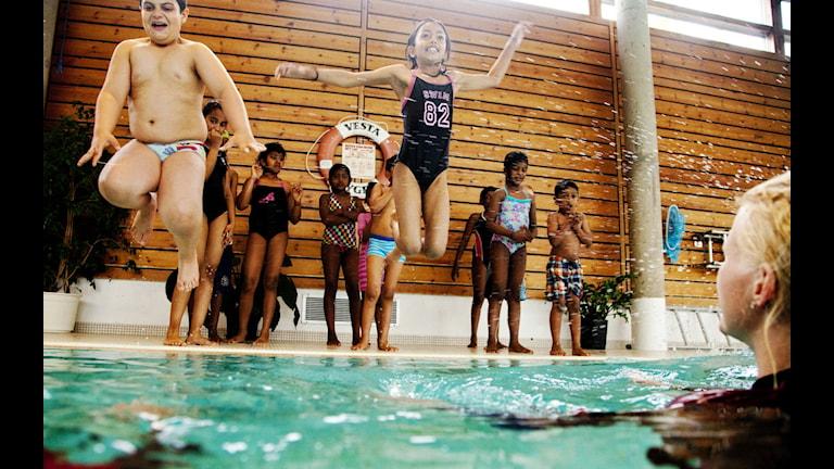 Alla barn klarar inte att simma 200 meter.  Foto: TT
