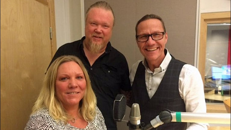 Jessica Lager med programledarna Jerry Prütz och Lasse Fredrikson.