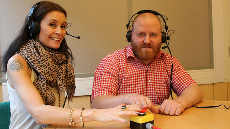 Charlotte Lauterbach och Johan Gustafsson i Vi i femman-buren. Foto: Cecilia Osorio/Sveriges Radio