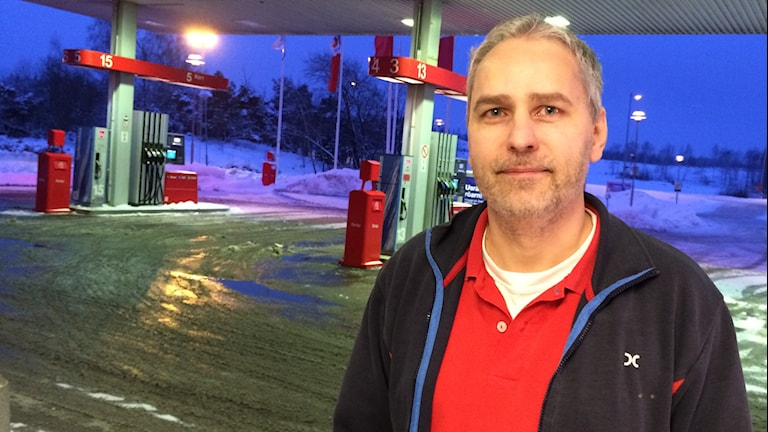 Christer Boren, butiksbiträde på macken i Klinga. Foto: Jessica Gredin