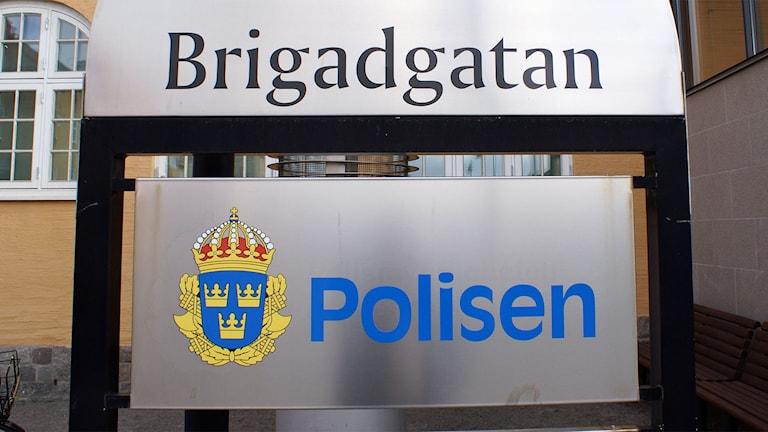 Ingången till polisen i Linköping. Foto: Tahir Yousef/Sveriges Radio