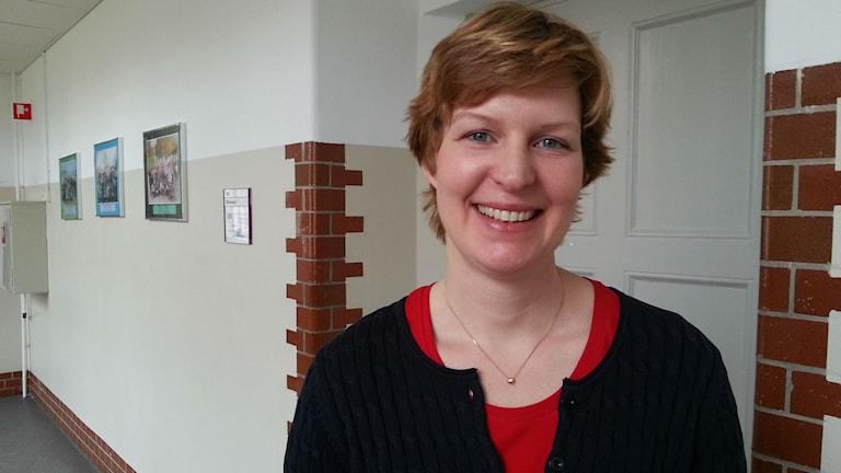 Kommunalrådet Karin Granbom Ellison på Folkungaskolan. Foto: Molly Berggren/Sveriges Radio