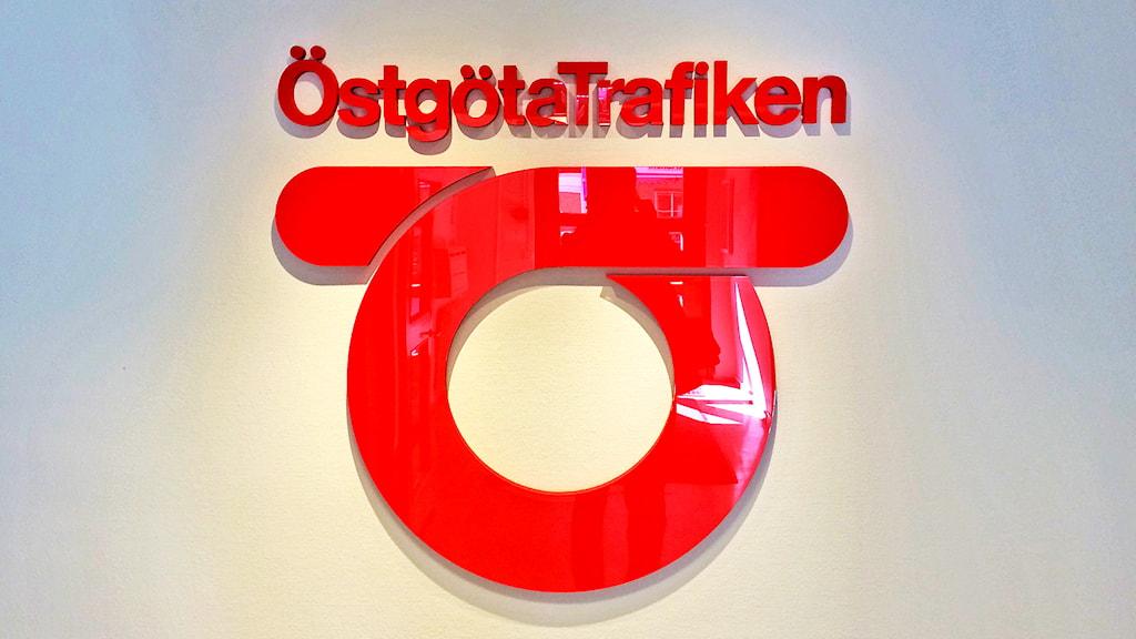 Östgötatrafikens logotyp. Foto: Tahir Yousef/Sveriges Radio