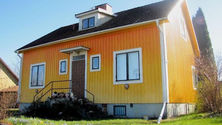 Hus i skiftande gula nyanser. Foto: Rosmari Karlsson/Sveriges Radio.