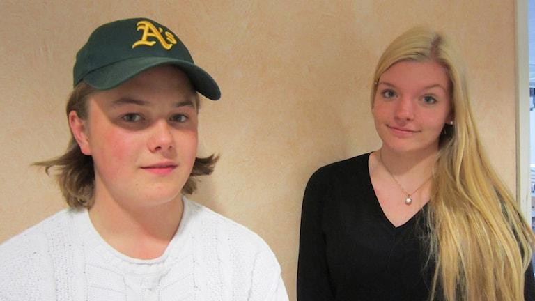 Markus Wilhelmsson och Nathalie Helge på Stenbockskolan. Foto: Raina Medelius/Sveriges Radio