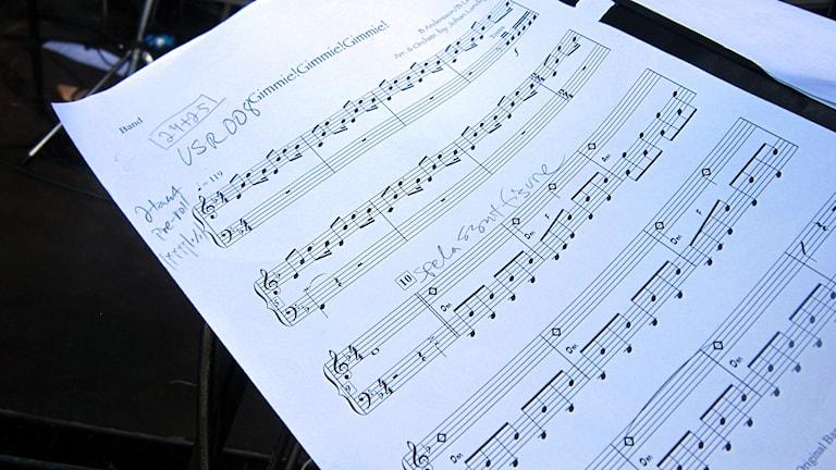 Noter till ABBA-låten Gimme gimme gimme. Foto: Carl-Oscar Alsén/Sveriges Radio