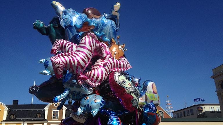Ballonger säljs på stadsfesten i Linköping foto:Maria Turdén/Sveriges Radio