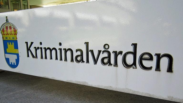 Kriminalvården skylt. Foto: Sara Samuelsson/Sveriges Radio