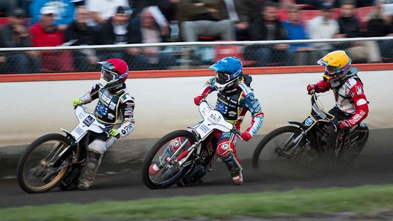 Tre speedwayförare. Foto: Oliver Atterflod