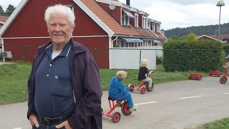 Åke Carlsson, 81, är rastkompis på Brobyskolan. Foto: Jessica Gredin/Sveriges Radio