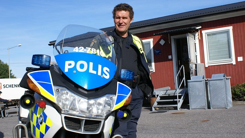 Trafikpolis  Torbjörn Gillberg foto: Tahir Yousef P4 Östergötland Sveriges Radio