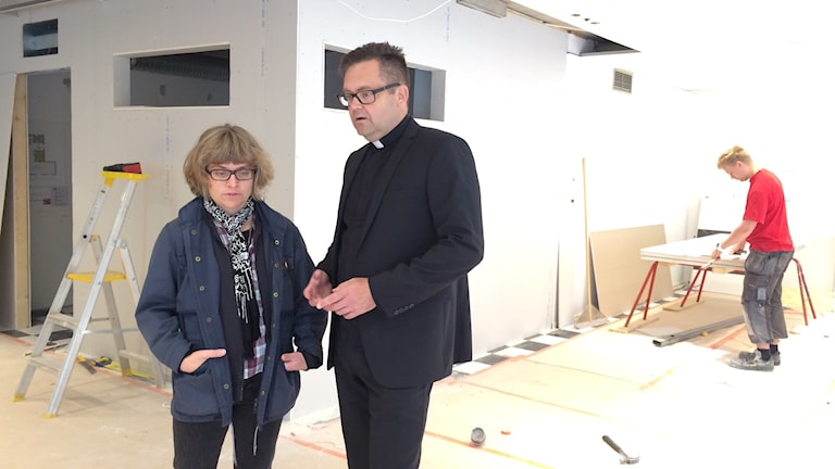 Viktoria Witt projektledare och Thomas Wärfman kyrkoherde. Foto: Jessica Gredin/Sveriges Radio.