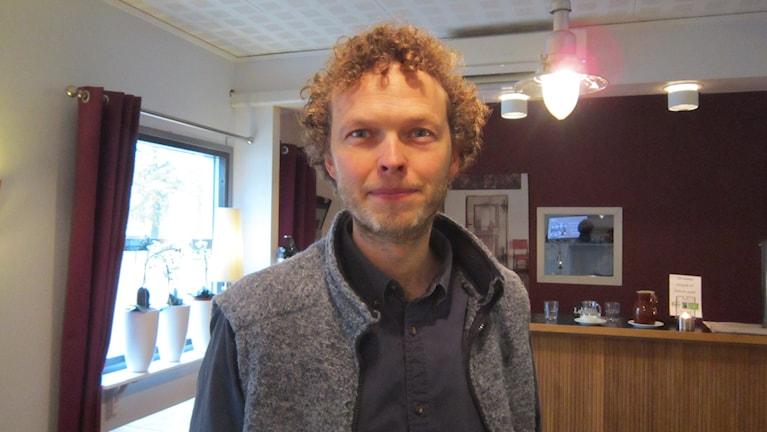 Carl Granström jobbar i den nya analysgruppen på länsstyrelsen. Foto: Raina Medelius/Sveriges radio