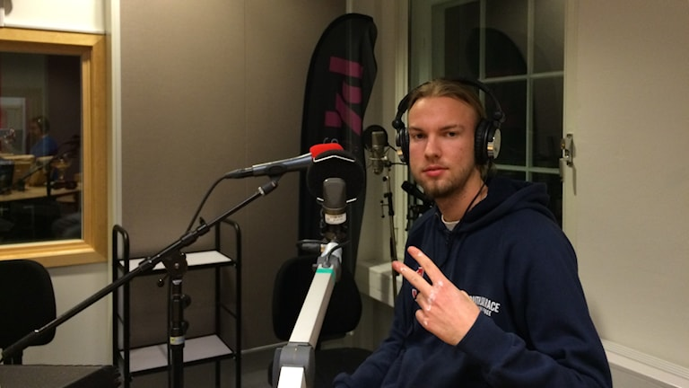 Willow körde akustiskt i studion. Foto: Stefan Lindeberg/Sveriges Radio