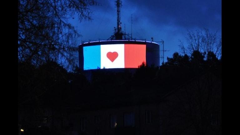 Linköpings vattentorn i franska flaggans färger Foto:Linköpings kommun