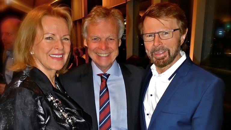 Anders Hanser med Anni-Frid Lyngstad och Björn Ulvaeus.