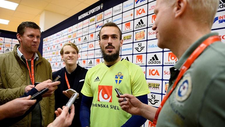 Emir Kujovic, presskonferens inför play off mot Danmark på Friends arena. Foto: Anders Wiklund/TT