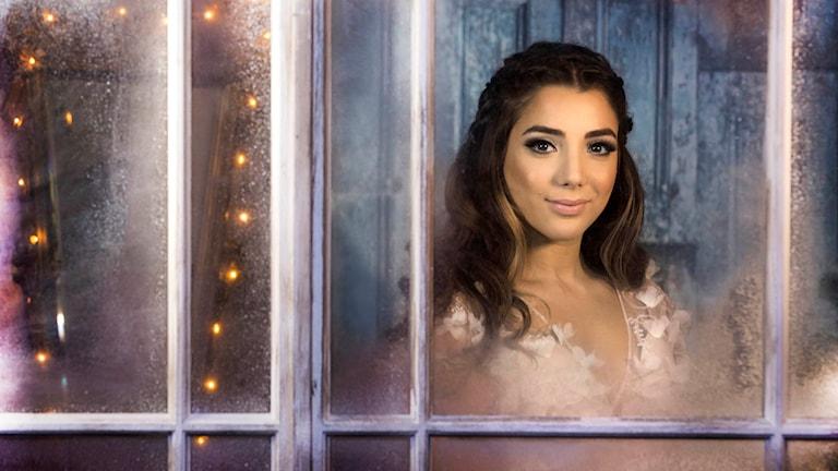 Årets julvärd i SVT är Gina Dirawi. Foto: Janne Danielsson/SVT