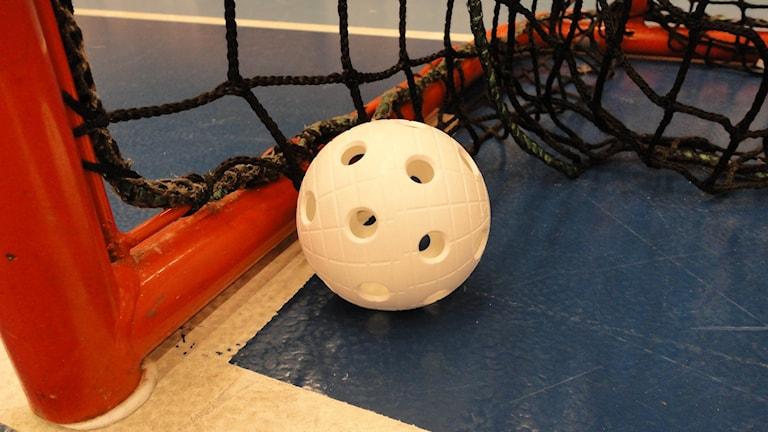 En boll i mål ingen ovanlig syn under matchen Foto: Ted Stöffling/Sverigesradio
