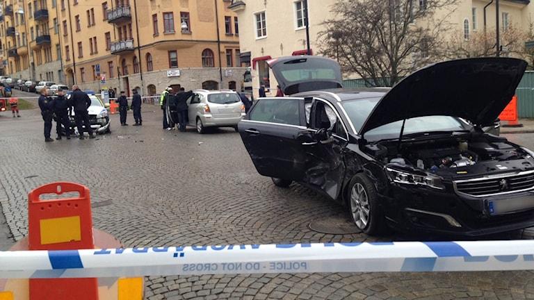 Polisbil i krock efter biljakt. Foto: Anna-Clara Rydell/Sveriges Radio