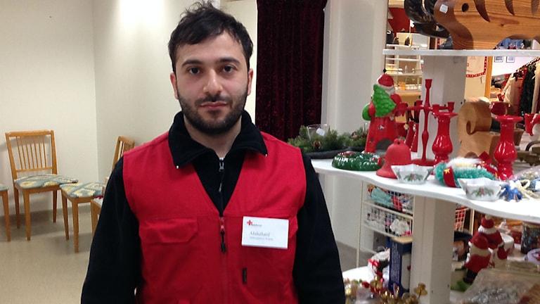 Abdullatif Kanani, söker asyl och jobbar på Röda Korset. Foto: Sofia Strindvall/Sveriges Radio