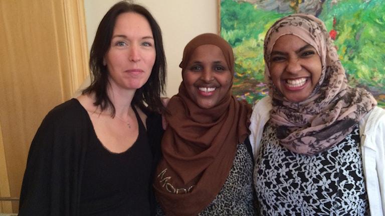 Sofia Hedin, Ayaan Mohammud och Nihal Mohamed. Foto: Maria Turdén/Sveriges Radio