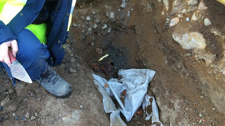 En av de gravar som döljer sig under mark Foto: Maria Turdén/Sveriges Radio