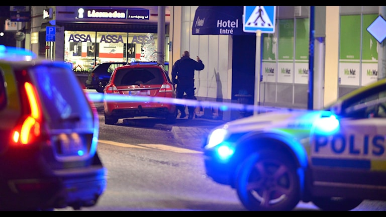 Polisbilar. Foto: Niklas Luks/nyhetswebben.se