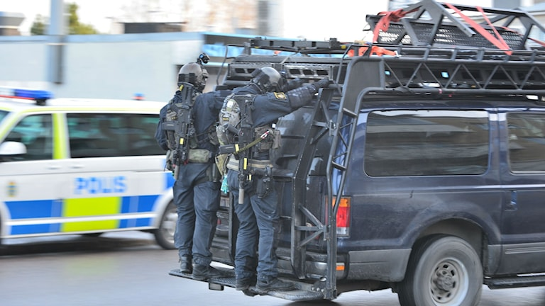 Poliser. Foto: Niklas Luks/nyhetswebben.se