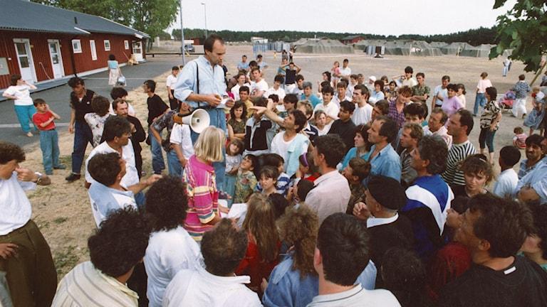 Ett provisoriskt flyktingläger med uppsatta armétält i Rinkaby utanför Kristianstad 30:e juni 1992, för de jugoslaver som flytt undan balkankriget. Foto: Staffan Löfstedt / SvD / TT