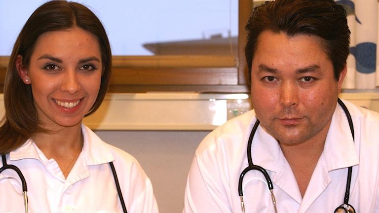 Läkarna Marta Stelmach och Ali Amini. Foto: Tahir Yousef/Sveriges Radio