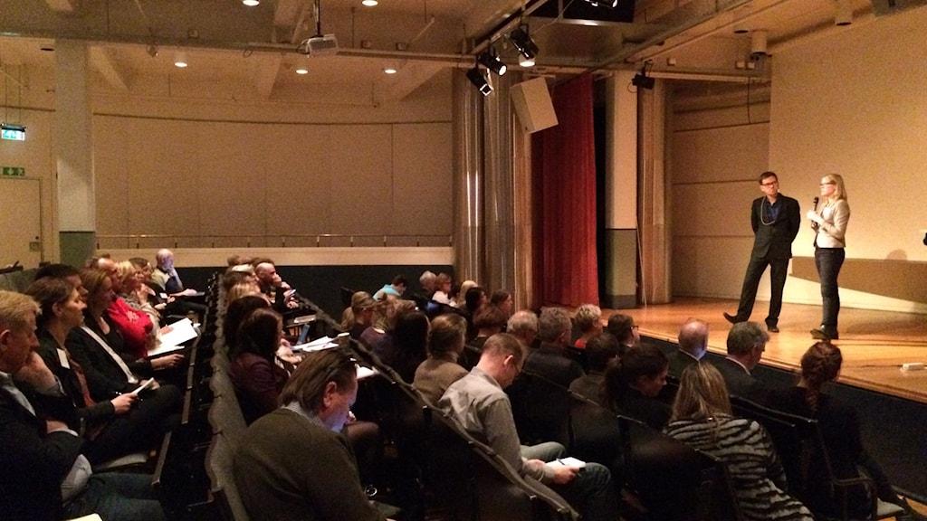 Kristina Yngwe (C) svarar på frågor om vad politikerna kan göra i omställningen. Foto: Stefan Lindeberg/Sveriges Radio