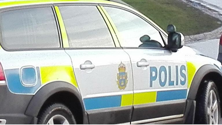 Polisbil. Foto: Tahir Yousef/Sveriges Radio