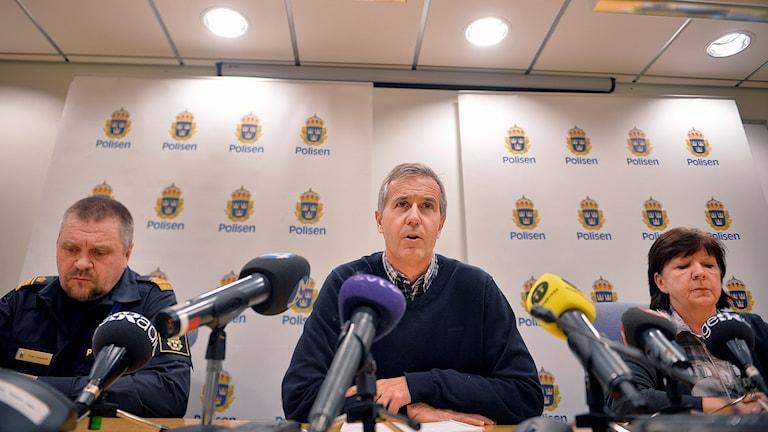 Kommunpolischefen Peter Johansson, vice chefsåklagare Mats Näkne och kriminalinspektör Berit Blick. Foto: Vilhelm Stokstad/TT
