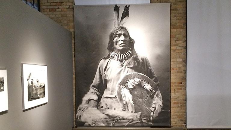 Fotografier från Rosebud Sioux ställs ut på Norrköpings stadsmuseum. Foto: Maria Turdén/Sveriges Radio