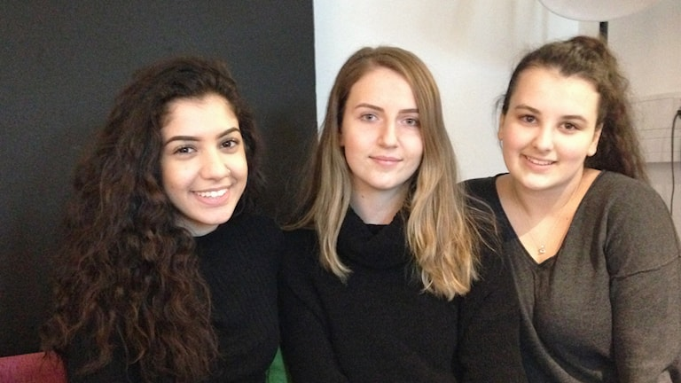 Assi Aghadai, Samra Jahic och Hajrija Saljunovic. Foto: Lovisa Waldeck/Sveriges Radio