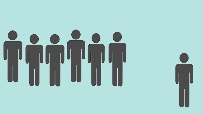 diskrimineringsillustration av personfigurer mot ljusblå bakgrund. Sex av figurerna står tillsammans medan en är ensam.