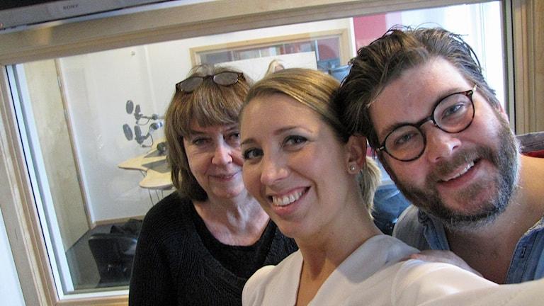 Östgötabänken med Stina opitz, Lina Skandevall och nytillskottet Peter Jansson.. Foto: Peter Kristensson/Sveriges Radio