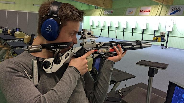 Luftgevärsskytten Marcus Madsen från Linköping. Foto: Jessica Gredin/Sveriges Radio