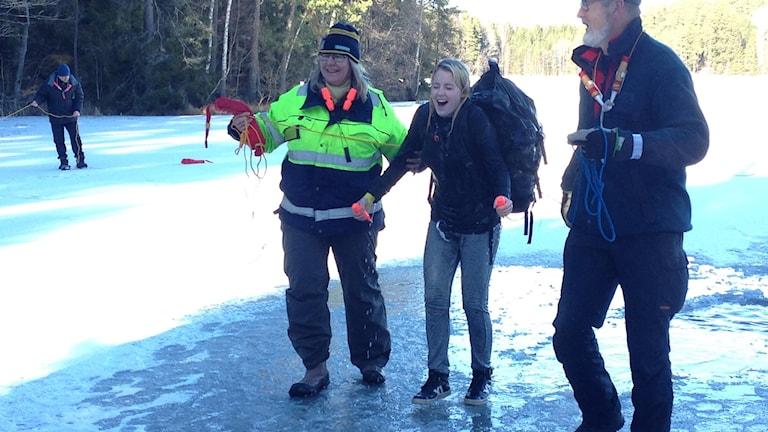 En iskall Jennifer Nilsson klarade badet.