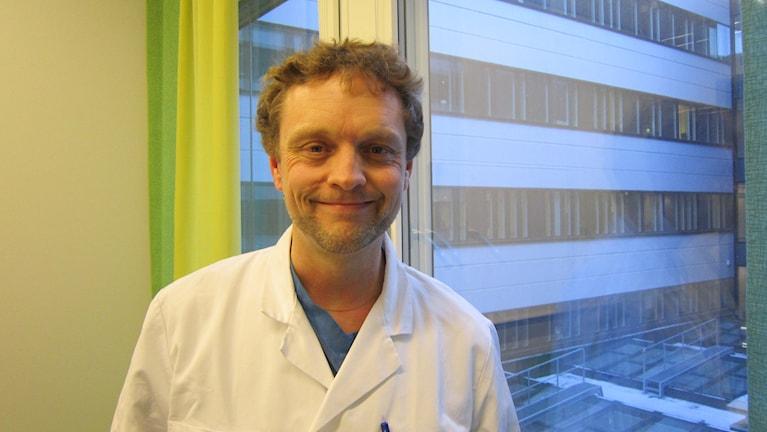 Docent Johan Thorfinn plastikkirurg på US. Foto: Raina Medelius/Sveriges Radio